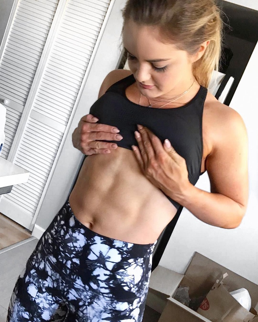 Marie Wold showing off her bulging abs