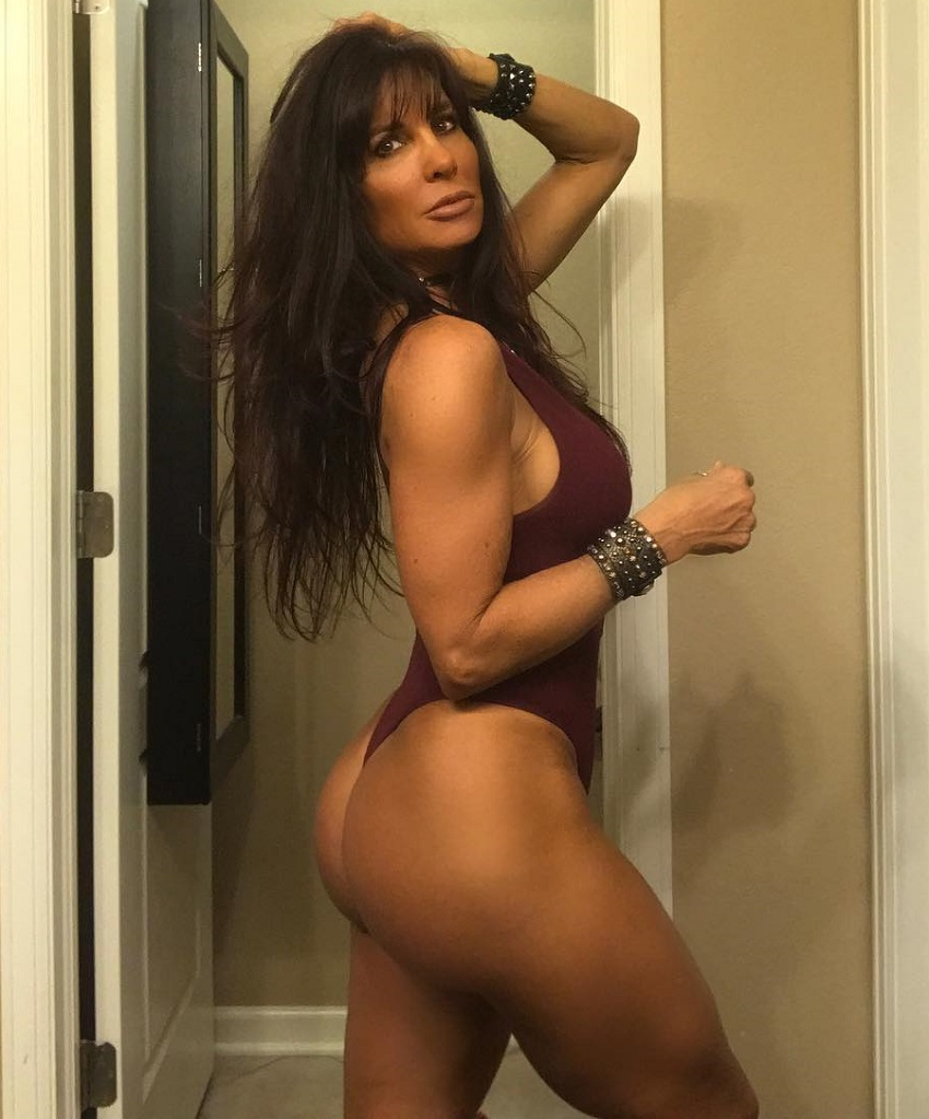 Shannon Ray posing for a photo looking lean and curvy