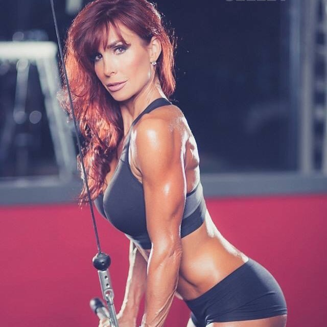 Shannon Ray training triceps with cables in a gym