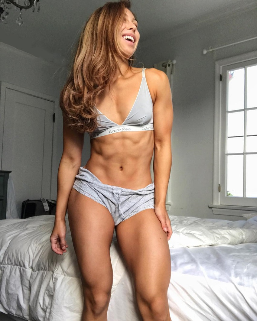 Isabel Lahela posing for a picture looking fit and lean