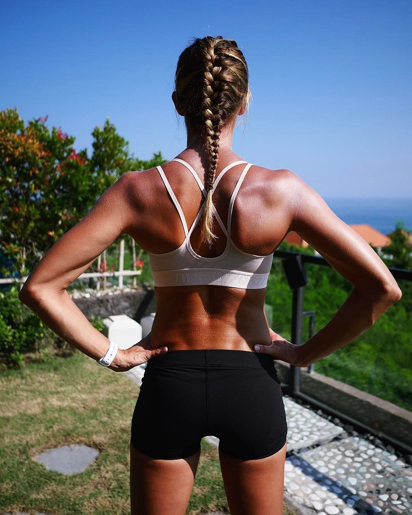 Amanda Bisk showing off her lean and muscular back in a photo