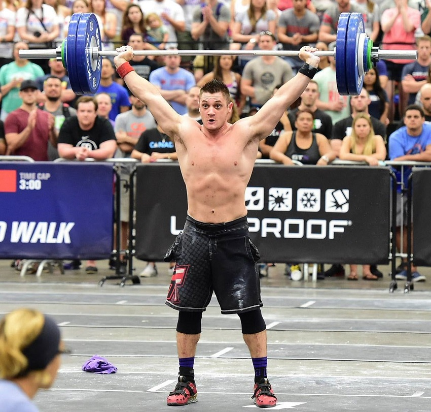 Travis Williams doing an overhead press during a CrossFit competition