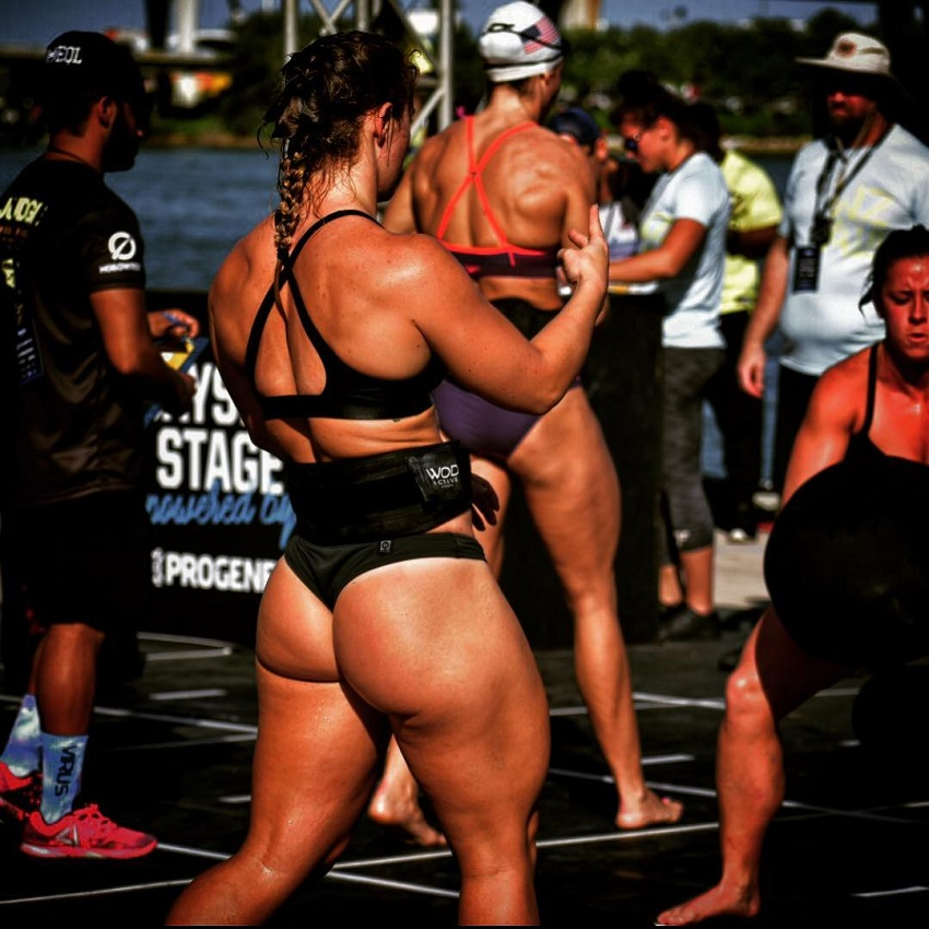 Dani Elle Speegle competing in a CrossFit event, boasting big and curvy glutes