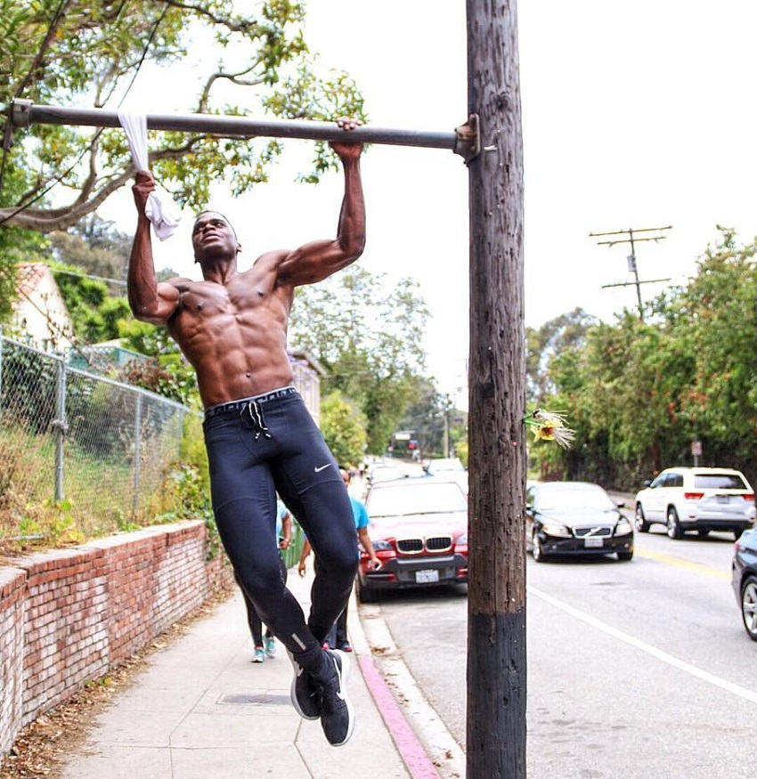 Joe Holder doing pull ups on the street
