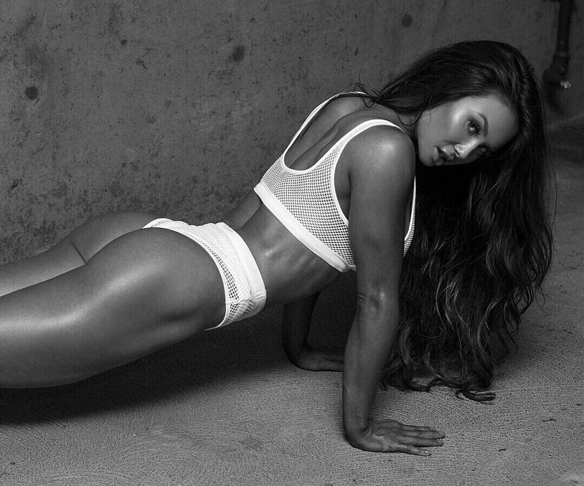 Michie Peachie doing push ups looking curvy and fit