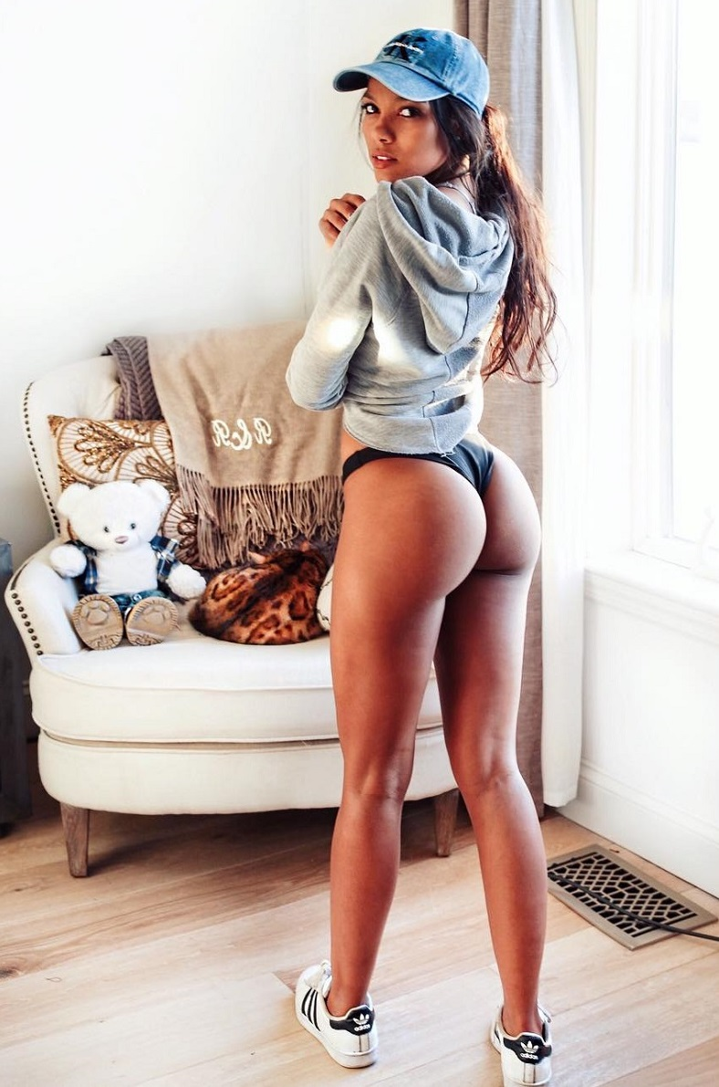 Rosanna Cordoba showcasting her glutes for the photo looking lean and toned