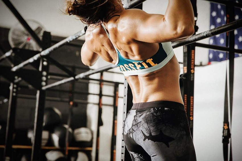 Tiffany Szemplinski doing pull ups during CrossFit training