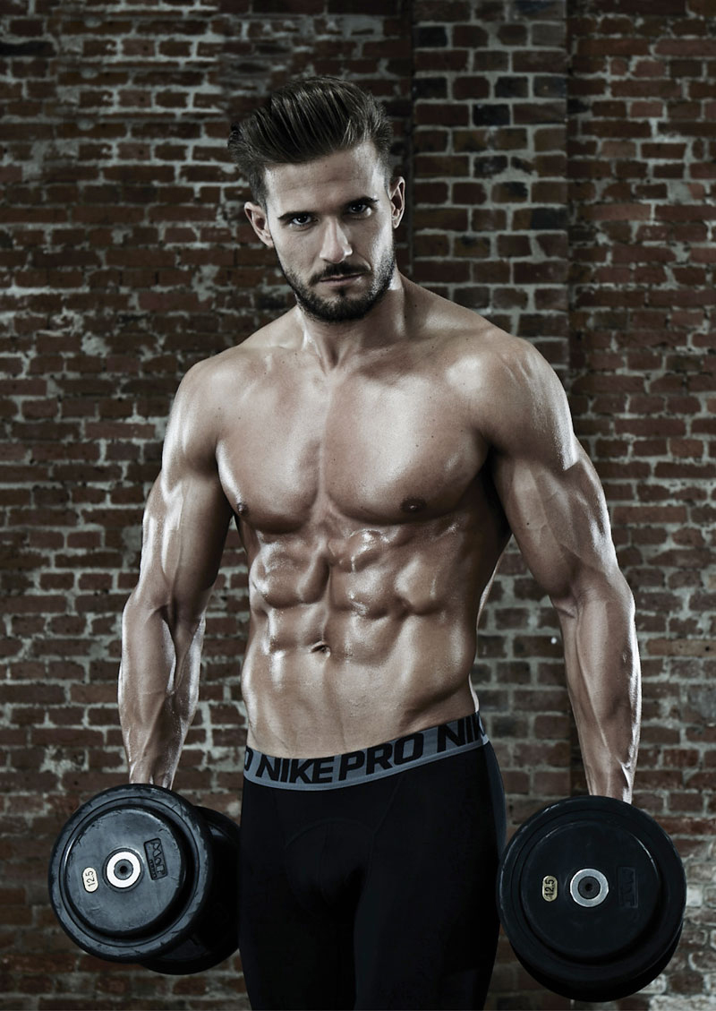 Antonio Pozo posing with dumbbells looking fit