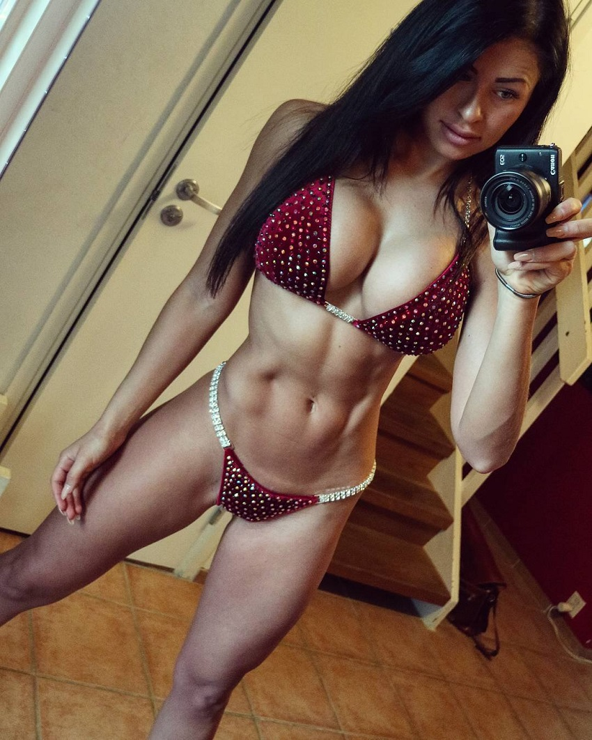 Clara Lindblom taking a selfie of her awesome body in a red bikini