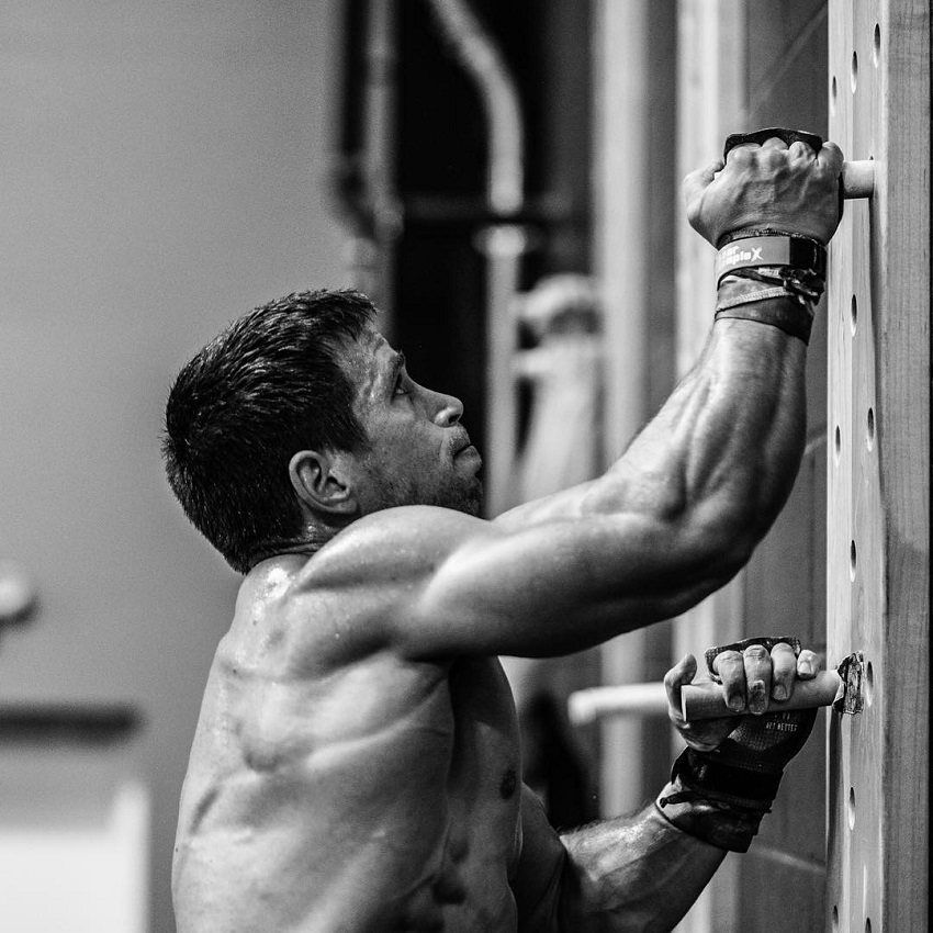 Dan Bailey climbing up the ladder during CrossFit training