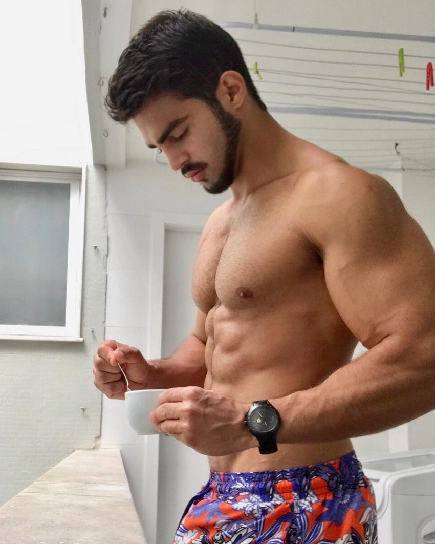 Jefferson Ferreira posing in a picture showcasing his ripped abs