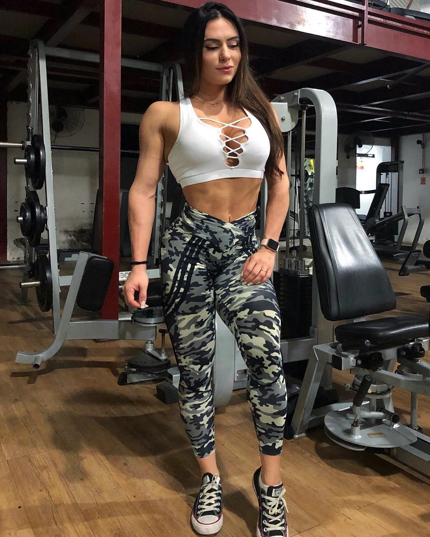 Karen Ranocchia Brandao posing in her gym wear looking fit and lean