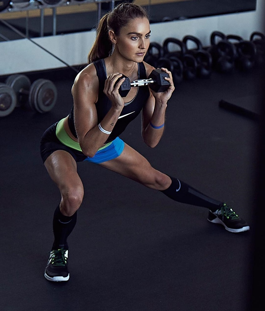 Kirsty Godso doing side lunges in a gym looking fit and toned