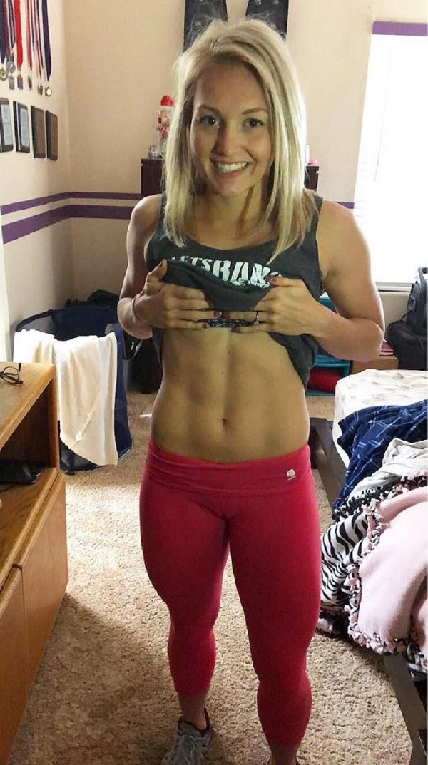 Kylee Nicole flexing her lean and toned abs for the photo