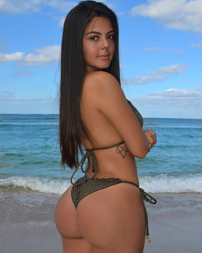 Nicole Borda displaying her curvy glutes for a photo