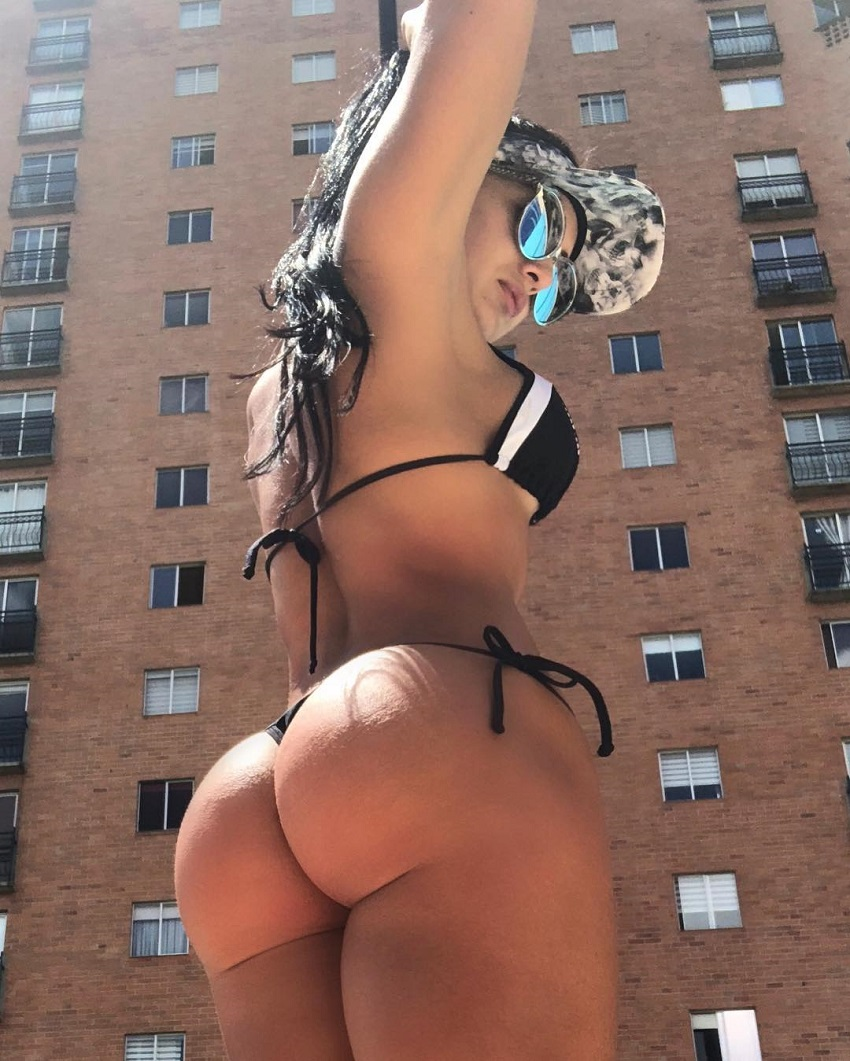 Paola Macias showing off her big and curvy glutes in a bikini