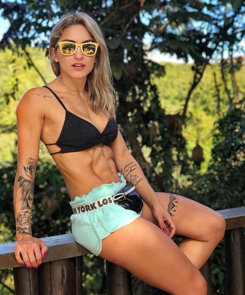 Roberta Mezencio posing for a photo showing off her ripped body