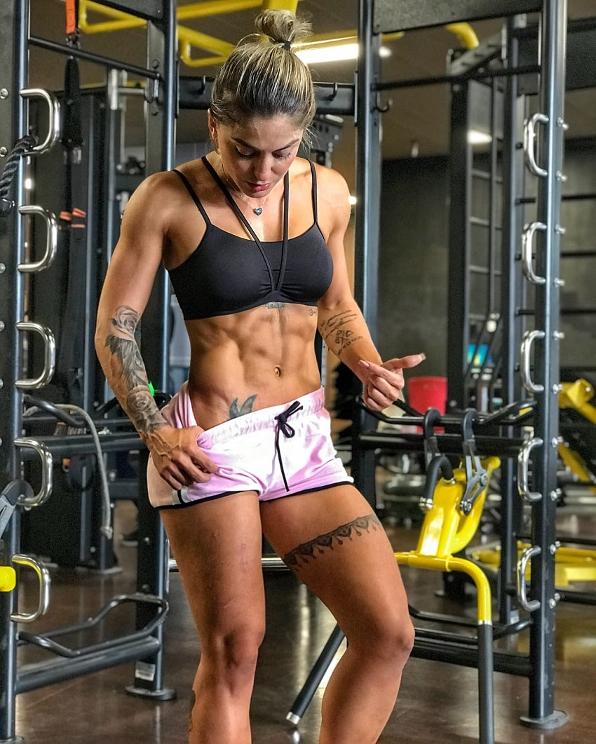 Roberta Mezencio posing for a photo flexing her ripped abs