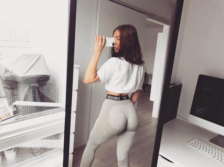 Celie Josefine Lindblad taking a selfie of her curvy glutes in leggings