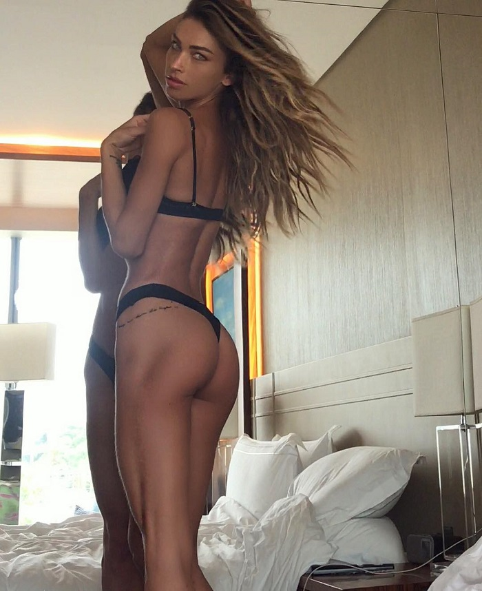 Diana Villas Boas showing off her glutes in her room