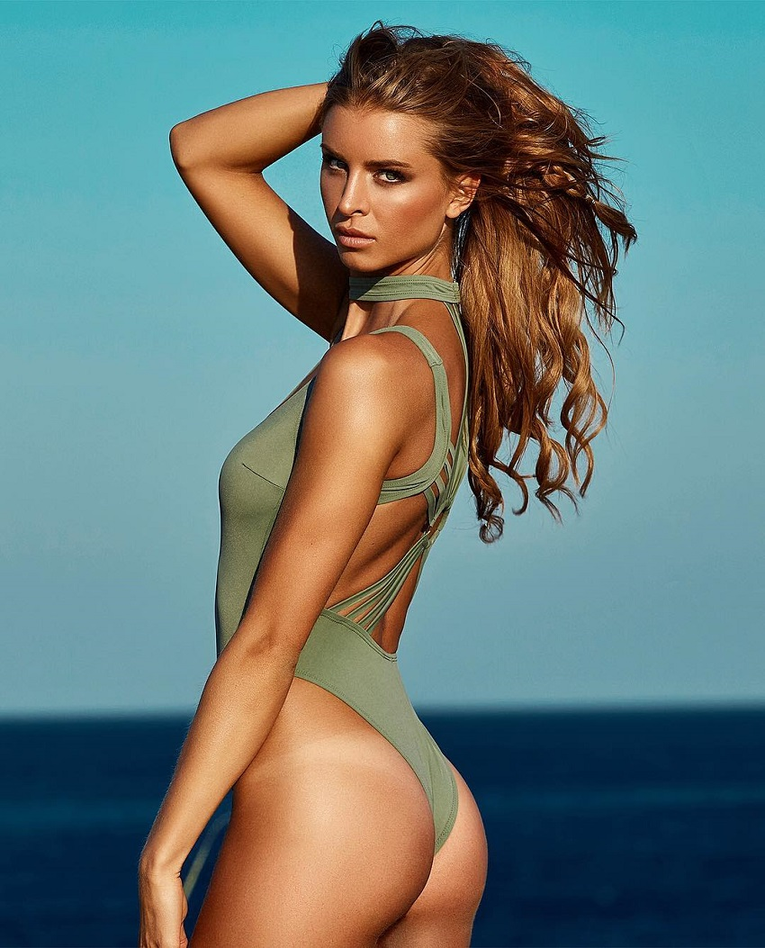 Josefine Forsberg showing off her curvy glutes for the photo