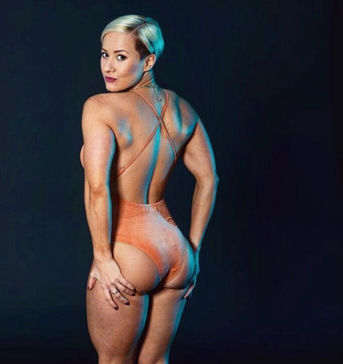 Elena Soboleva showing off her curvy and toned boy in a photo shoot