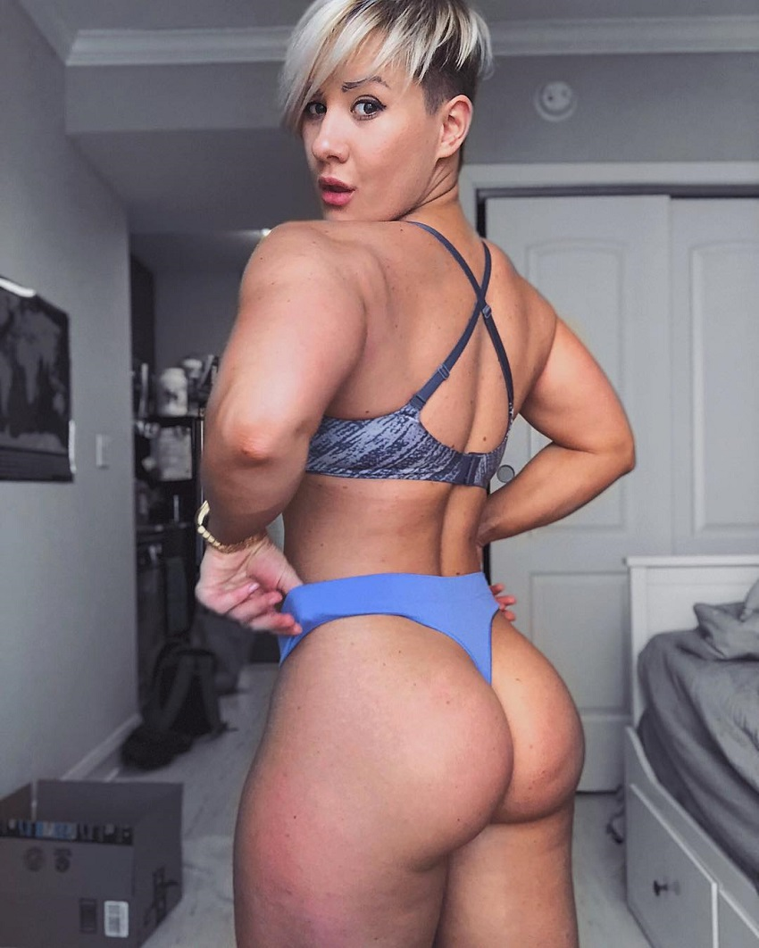 Elena Soboleva showing off her curvy glutes for the photo