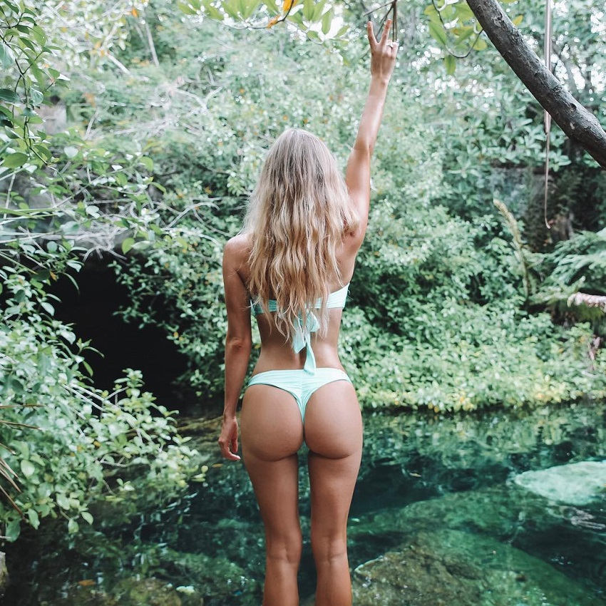 Hannah Polites posing, showing off her glutes for a photo