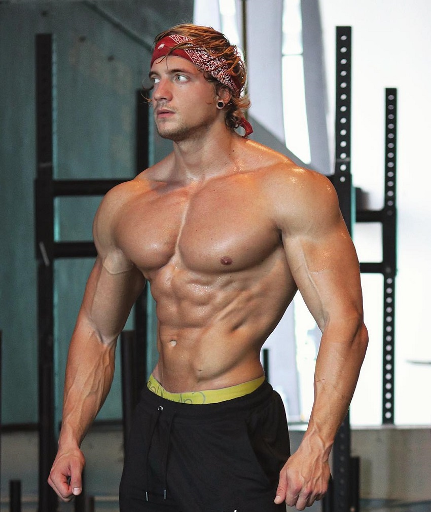 Jo Linder showing off his aesthetic upper body in a photo shoot