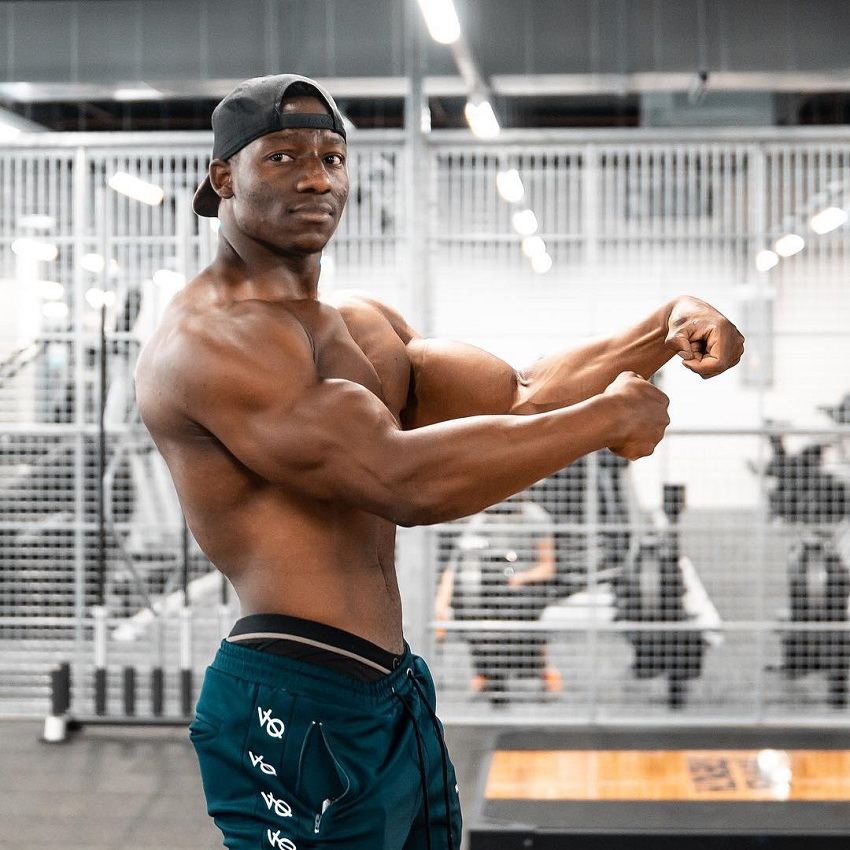 Lubomba Munkuli flexing his muscles in the gym looking fit and lean