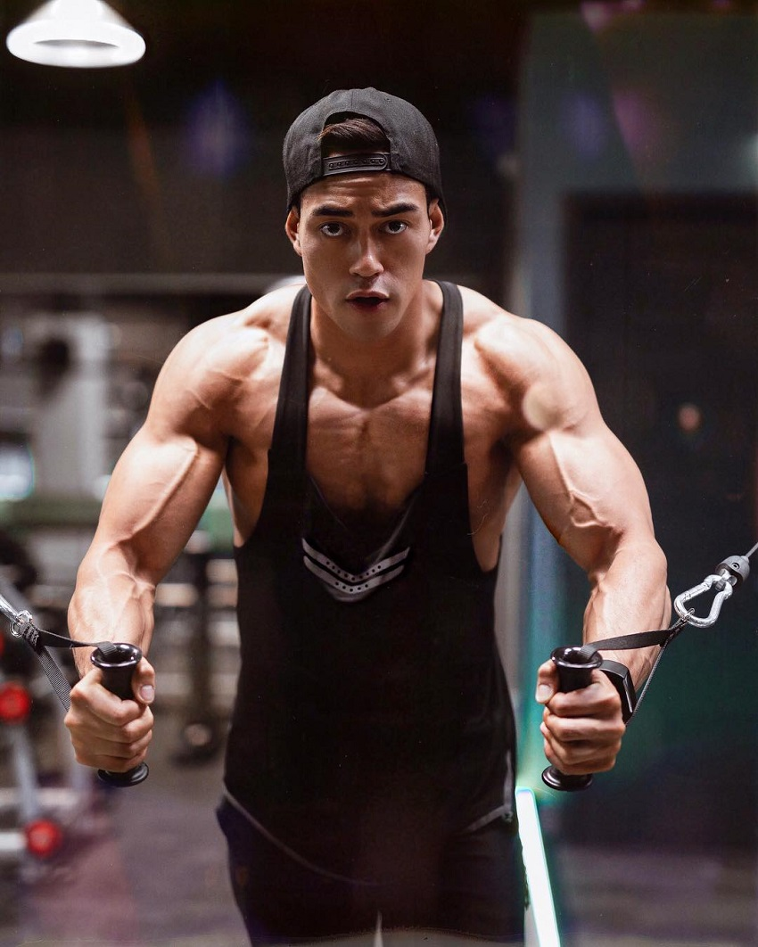 Nam Vo doing pec flys looking fit and ripped