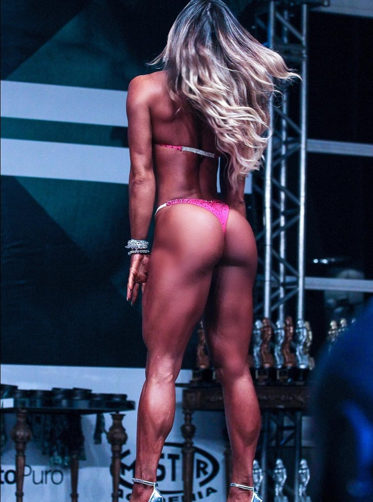Pri Santtana showing off her curvy glutes in a red bikini