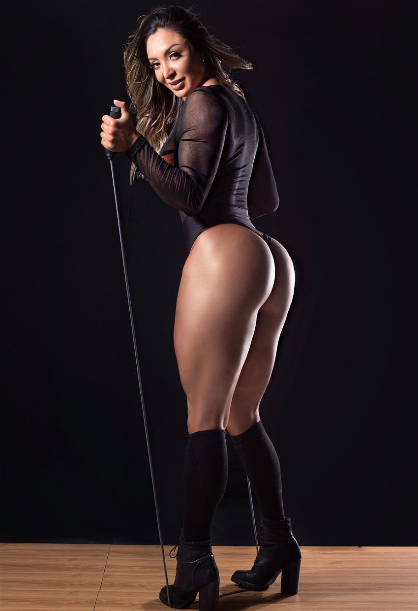 Pri Santtana exercising with elastic bands in a photo shoot