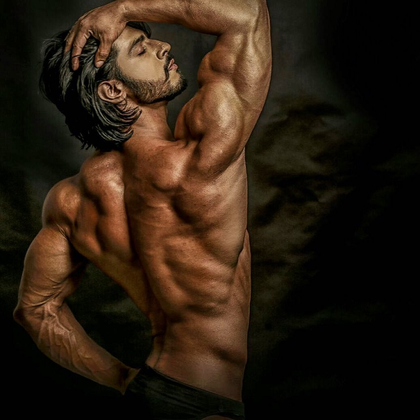Thakur Anoop Singh showing off his back muscles in a photo shoot