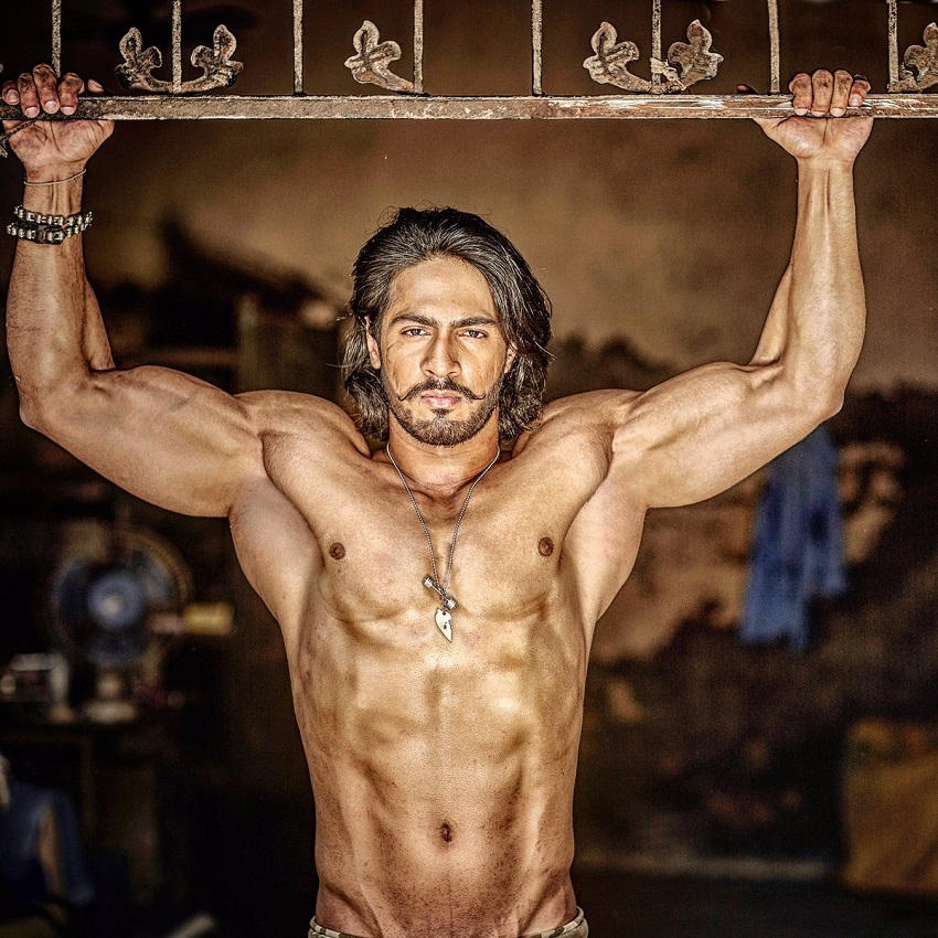 Thakur Anoop Singh posing shirtless looking ripped and strong