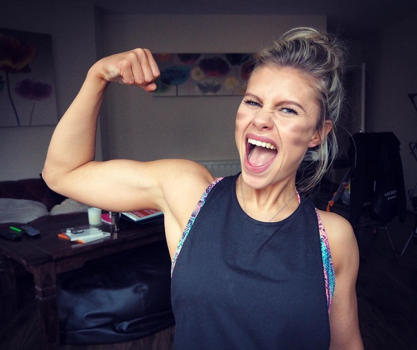 Victoria Niamh Spence flexing her biceps for a photo