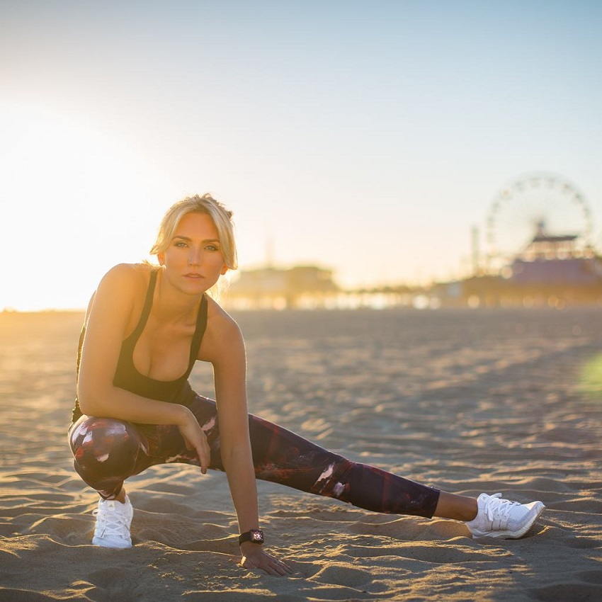 Faya Nilsson stretching on the beach