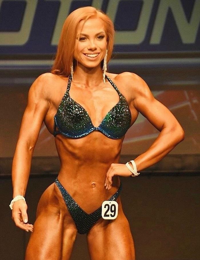 Franziska Lohberger posing on the bikini stage