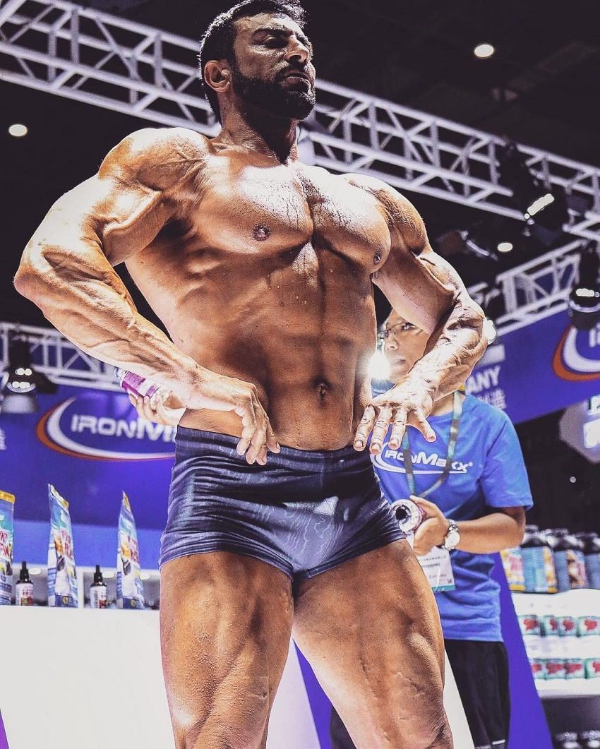 Murat Demir looking ripped and vascular during a bodybuilding cnotest