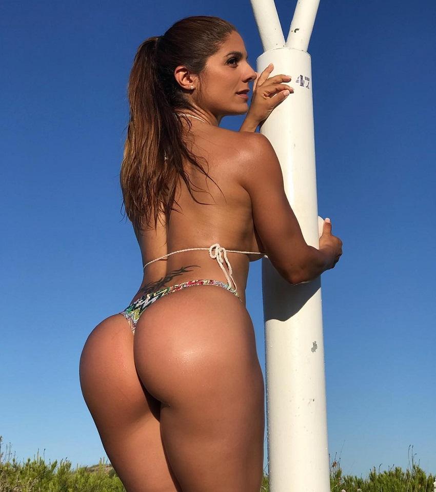 Sonia Amat Sánchez showing off her curvy glutes in a bikini