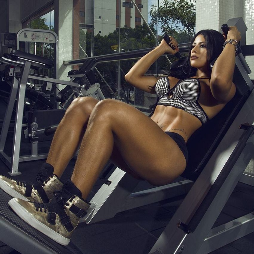 Yasmin Castrillon doing hack squats in a gym