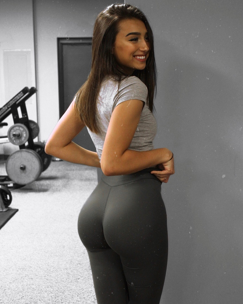 Amber Gianna showcasing her amazing glutes in dark-grey leggings in a gym