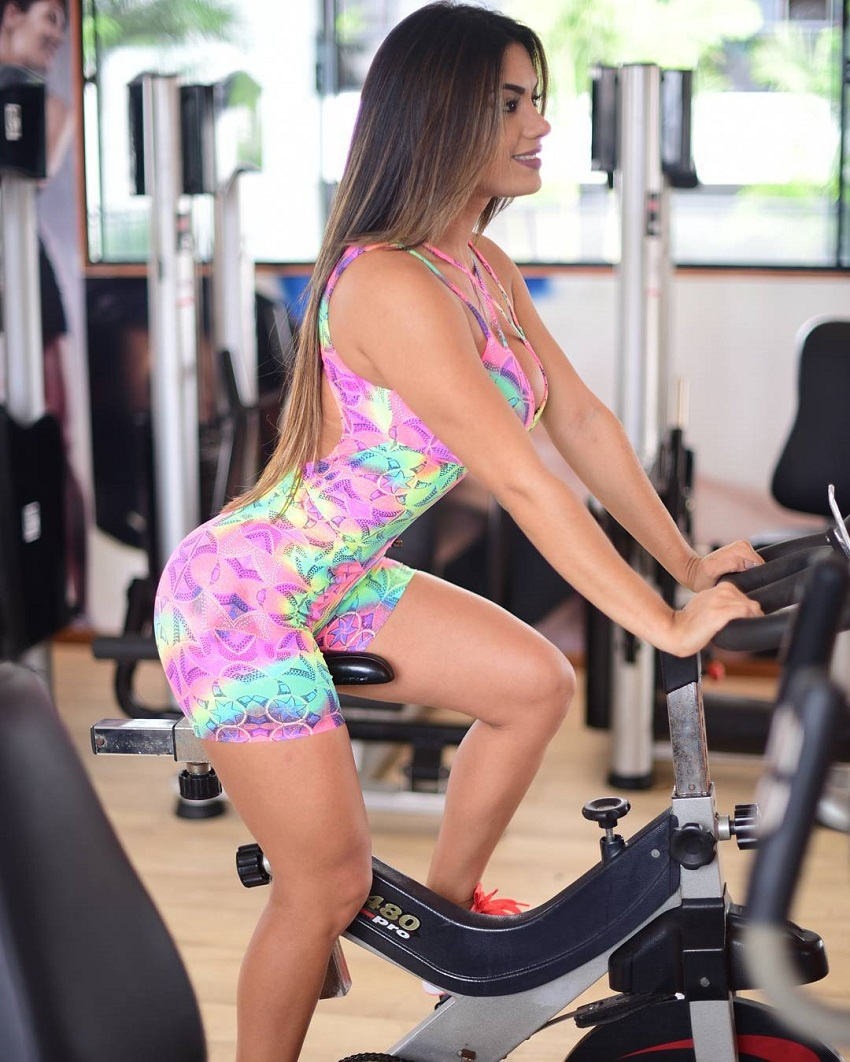 Bruna Barreto doing cardio on a bike