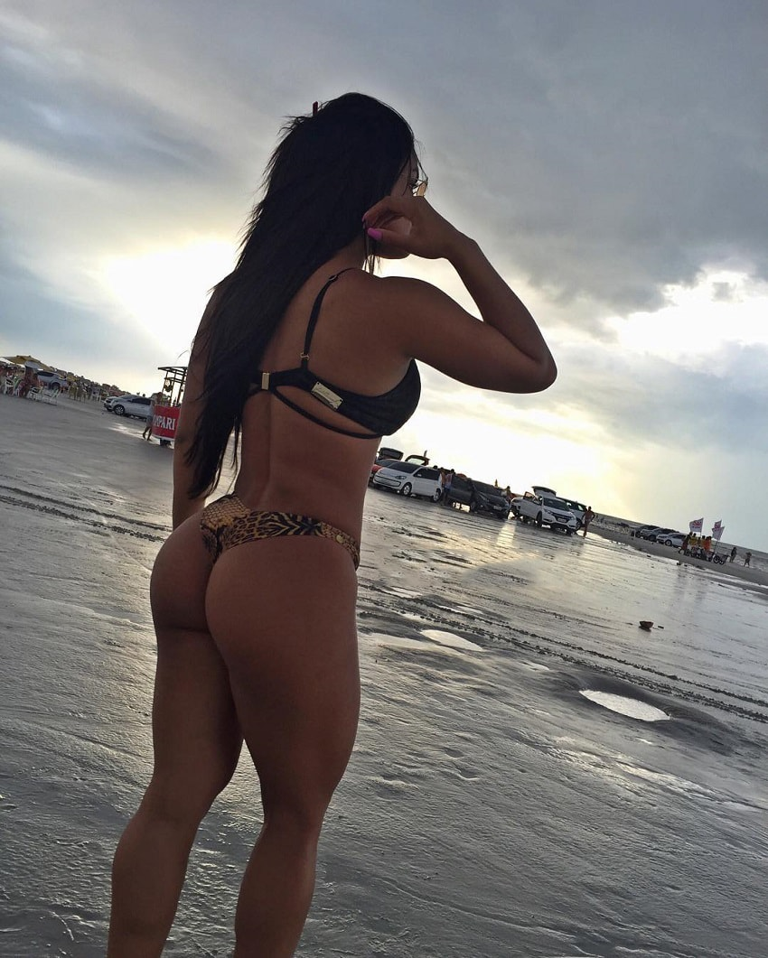 Bruna Barreto standing on the beach showcasing her amazing glutes