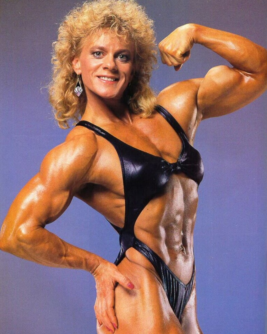 Ellen van Maris flexing her biceps for the photo