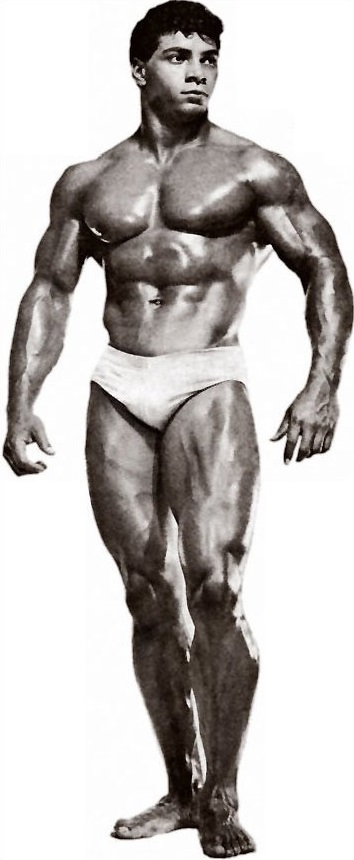 Harold Poole shirtless pose looking aesthetic and muscular
