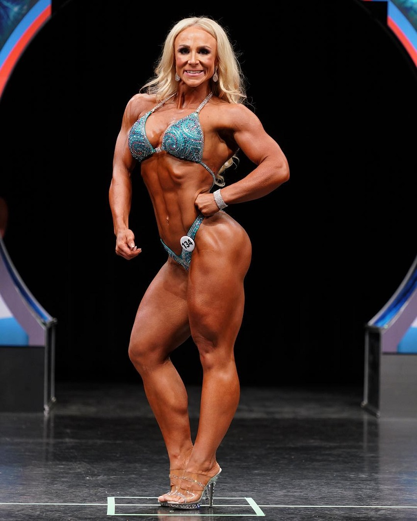 Jazmin Gillespie posing on the figure stage looking phenomenal