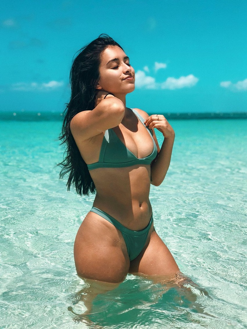 Jazmine Garcia posing on the beach looking fit and curvy