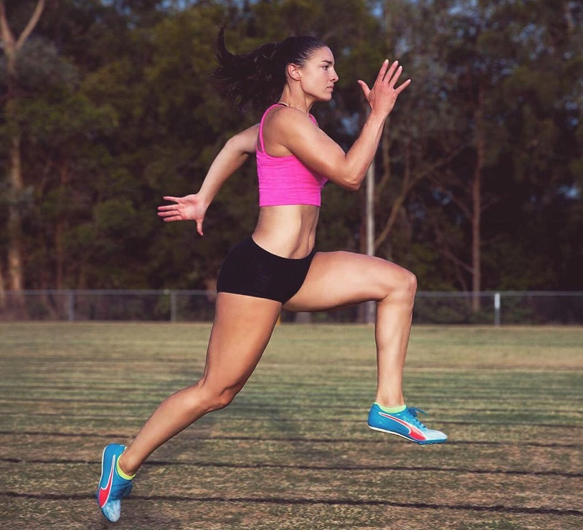 Michelle Jenneke picture of her running from the side