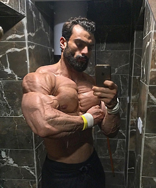 Mohamed El Qadi taking a mirror-selfie of his huge and ripped physique